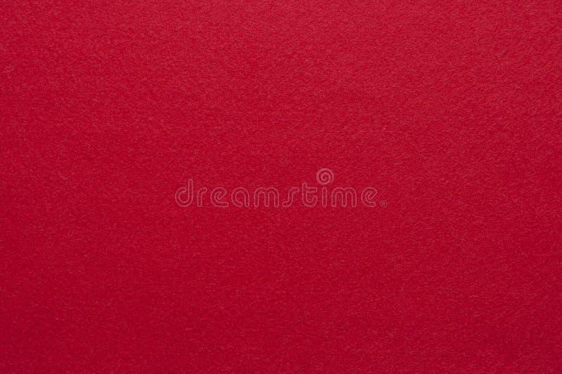 Verzadigde heldere donkerrode achtergrond gevoelde textuurstof stock afbeelding