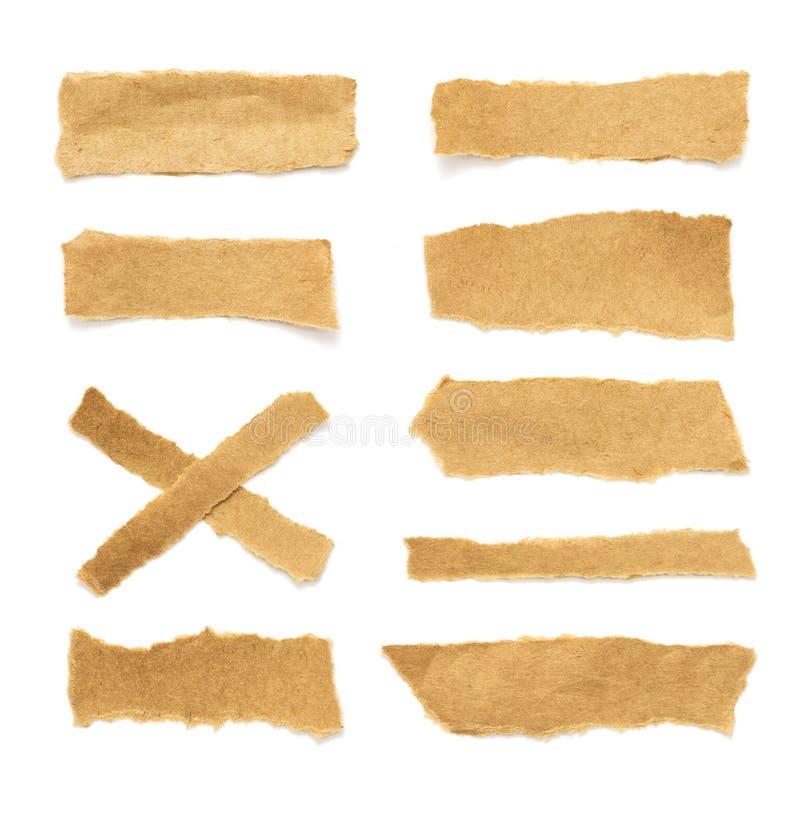Verzamelen van echt bruin papier dat door stukken of stukken papier is gescheurd stock fotografie