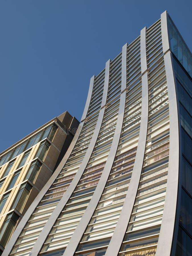 Verzerrtes Gebäude in Tokyo, Japan lizenzfreie stockfotos