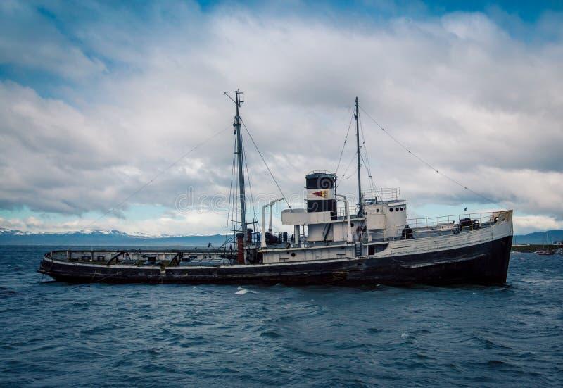 Verzichtschiff ushuaia lizenzfreies stockfoto