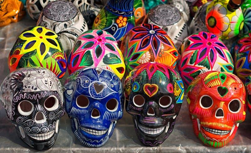 Verzierte bunte Schädel, Tag von Toten, Mexiko lizenzfreies stockfoto