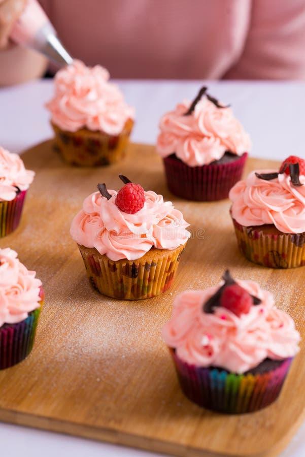 Verzierte kleine Kuchen stockbild
