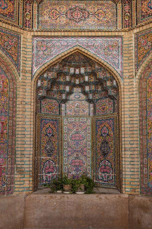 Verzierte Nische in der Moschee, Shiraz, der Iran stockbilder