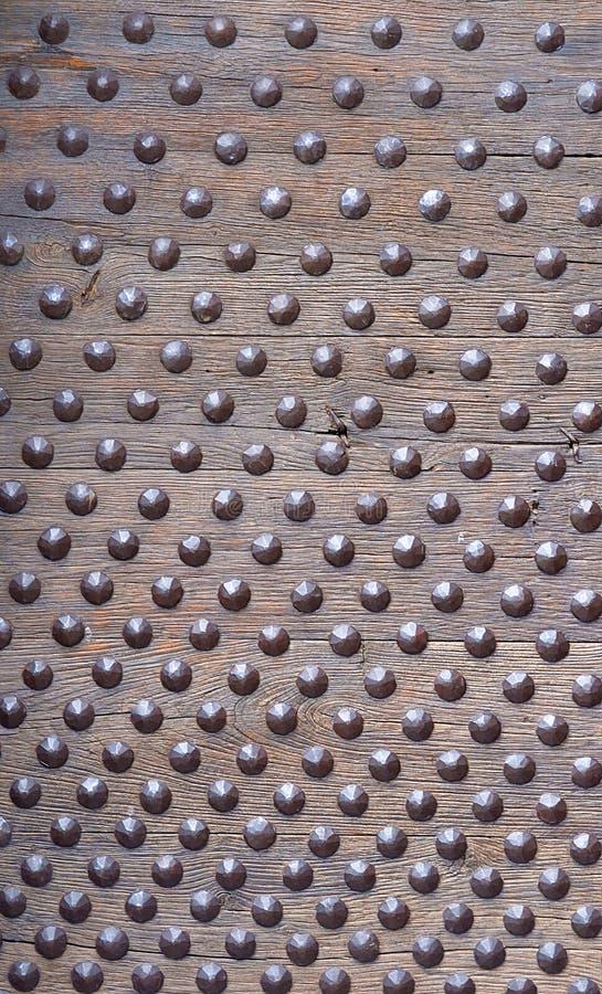 Verzierte, verriegelte, doornailed hölzerne Planke lizenzfreie stockfotos