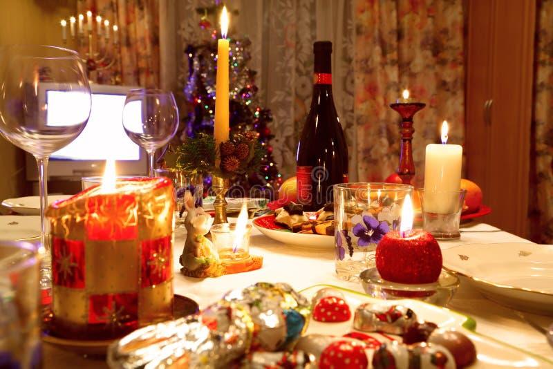 Verzierter Weihnachtsspeisetisch stockbilder