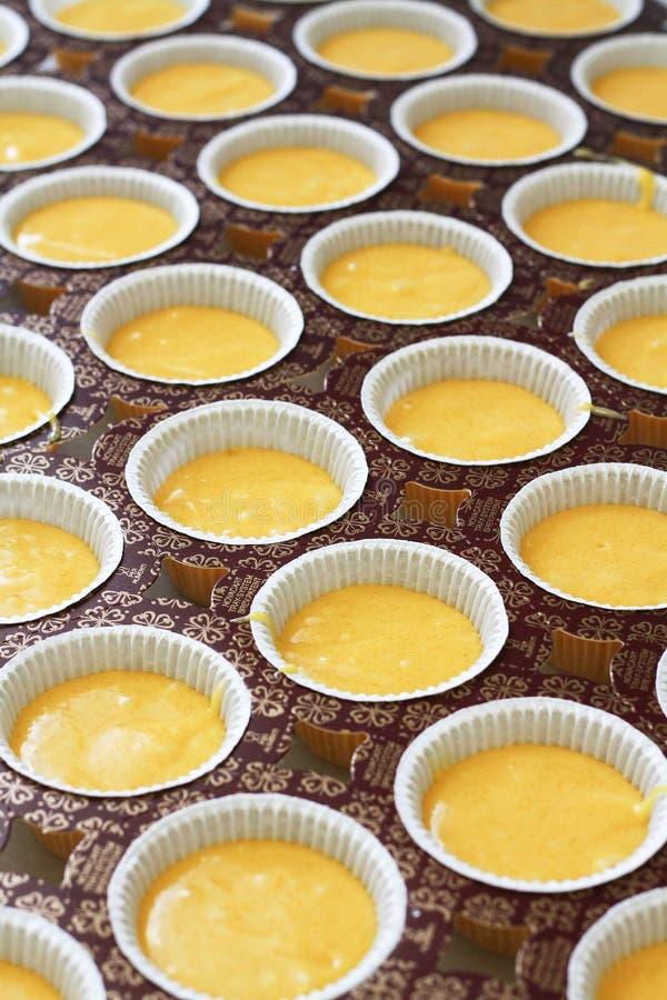 Verzierung und buttercream kleine Kuchen leitend stockbilder