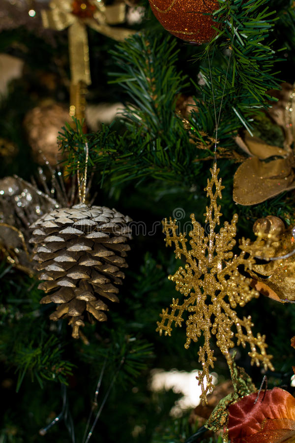 Verzierung von einem verzierten Weihnachtsbaum stockfotografie