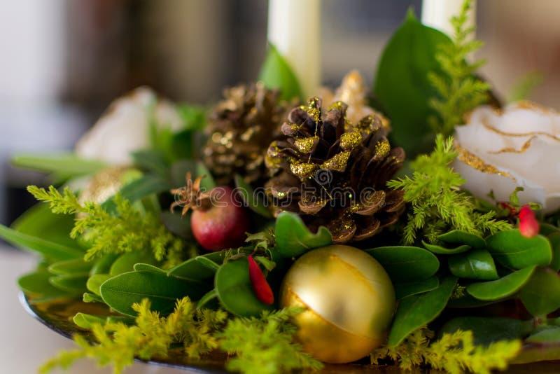 Verzierung von einem verzierten Weihnachtsbaum stockbilder