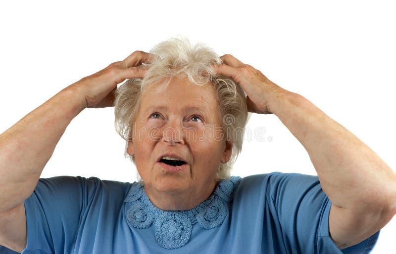 Verzweifelte ältere Frau stockfotografie
