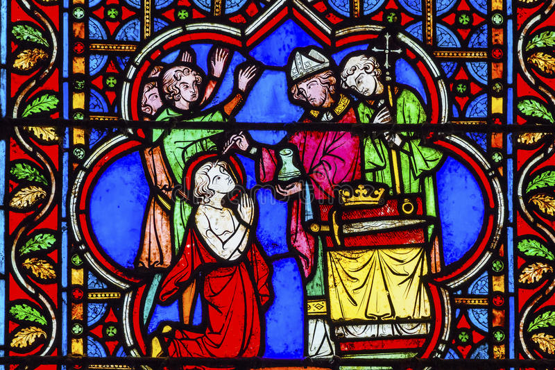 Vescovo Blessing King Stained Notre di vetro Dame Paris France immagini stock
