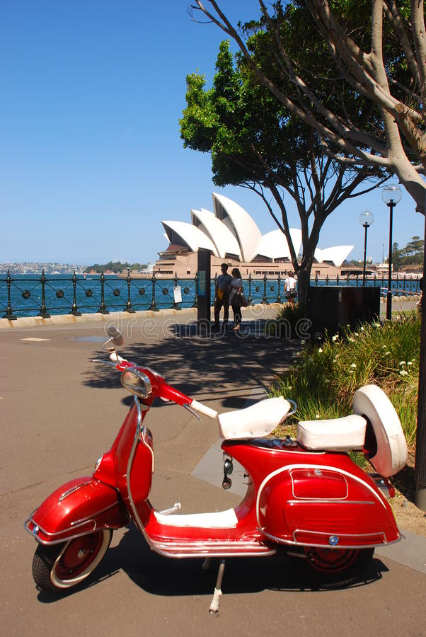 Vespa i Sydney royaltyfri bild