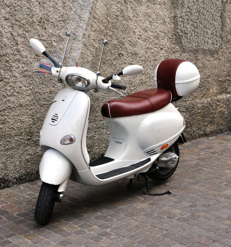 Vespa retro do 'trotinette' foto de stock