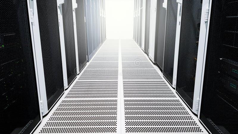 Vestíbulo grande moderno del pasillo del sitio de servidor de datos con los altos estantes llenos de servidores de red y cuchill fotografía de archivo