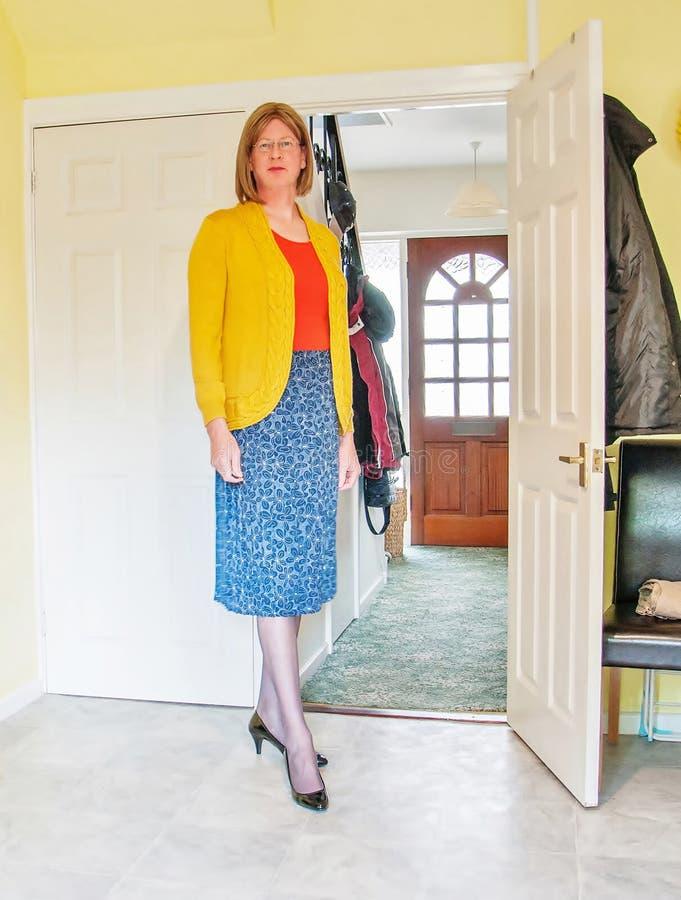 Vestíbulo hecho una pausa mujer elegante vestido fotografía de archivo