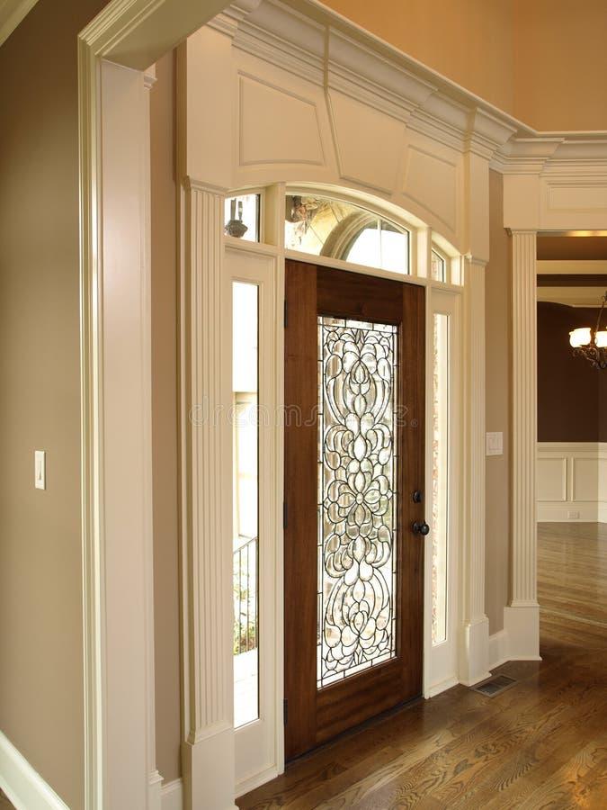 Vestíbulo luxuoso com porta de vidro 4 imagem de stock