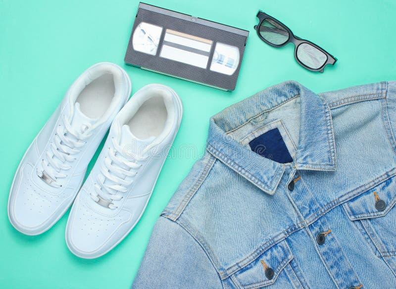Veste élégante de rétro denim de style, cassette vidéo, verres 3d photo stock