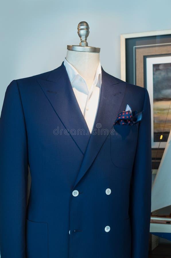Veste bleue, chemise blanche et mouchoir photo stock