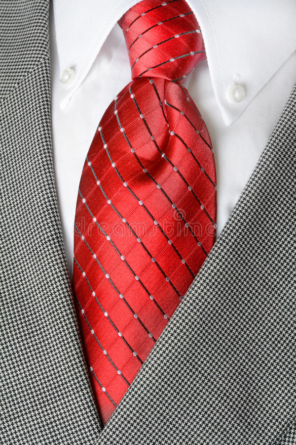 Veste rouge de costume de lien de chemise blanche image stock