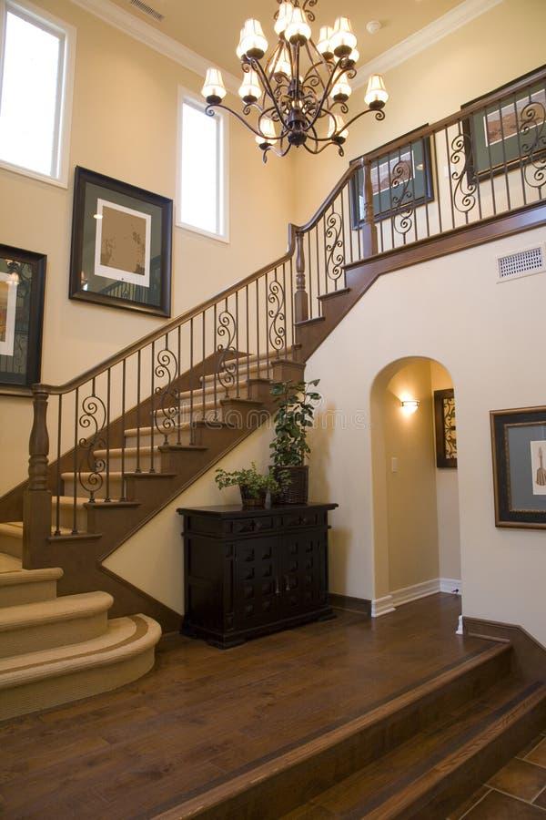 Vestibule et escalier image stock