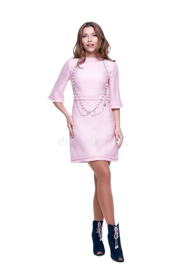 Vestido à moda do rosa da roupa do projeto do desgaste do modelo da mulher da beleza imagem de stock
