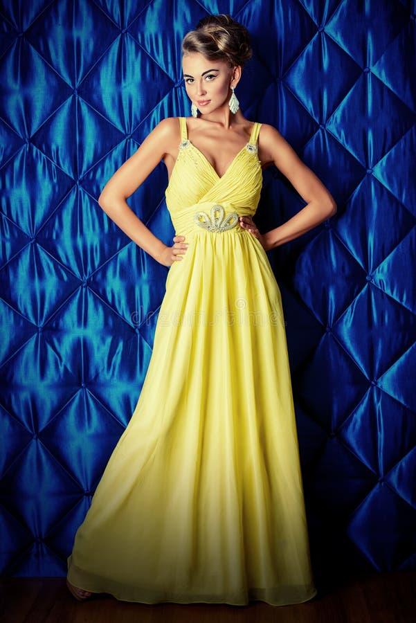 Vestido amarelo longo foto de stock imagem de atrativo 47936892 download vestido amarelo longo foto de stock imagem de atrativo 47936892 thecheapjerseys Choice Image