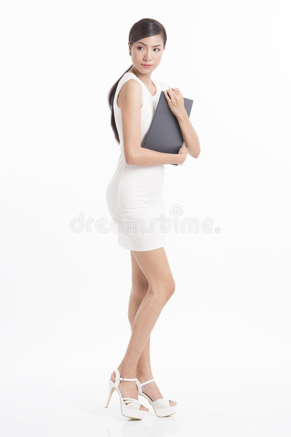 Vestido branco acautelar-se do arquivo da posição e de terra arrendada da mulher de negócio em w foto de stock