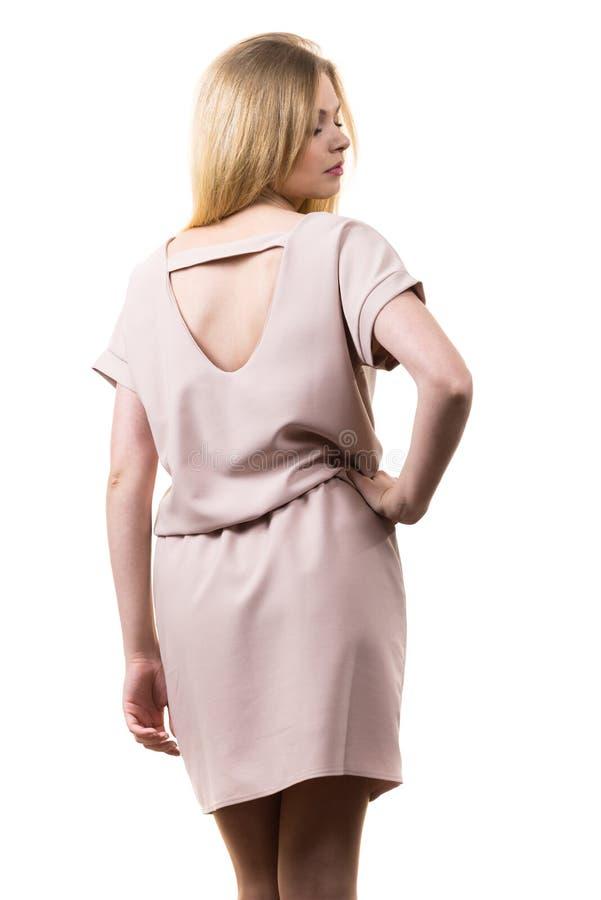 Vestido cor-de-rosa ocasional vestindo f?mea da t?nica imagem de stock