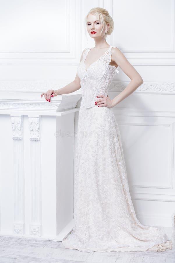 Vestido da noite ou de casamento fotografia de stock royalty free