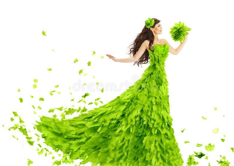 Vestido das folhas do verde da mulher, vestido floral da beleza criativa da fantasia fotos de stock royalty free