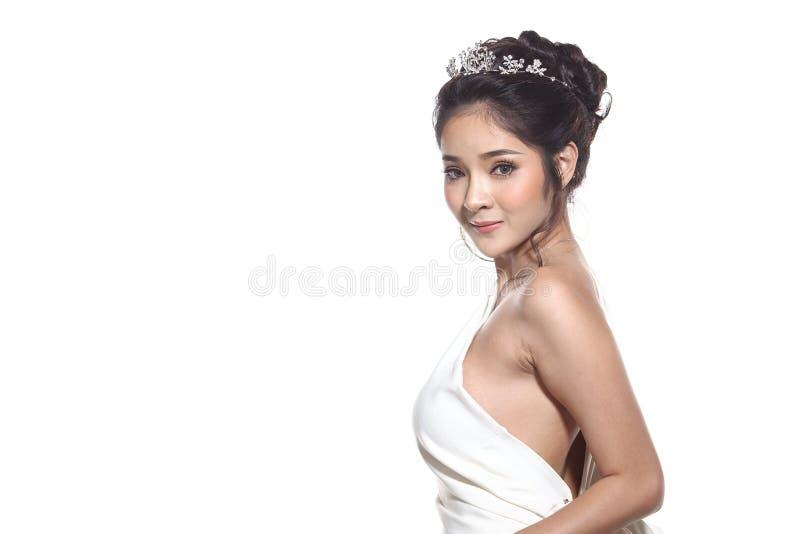 Vestido de bola do vestido de noite na mulher bonita asiática com forma miliampère fotografia de stock royalty free