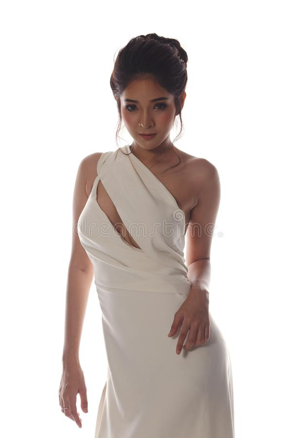 Vestido de bola do vestido de noite na mulher bonita asiática com forma miliampère imagens de stock royalty free