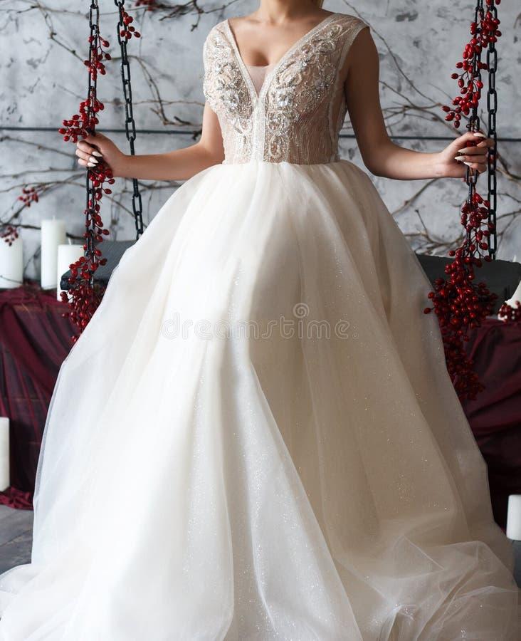 Vestido de casamento branco bonito fotografia de stock royalty free