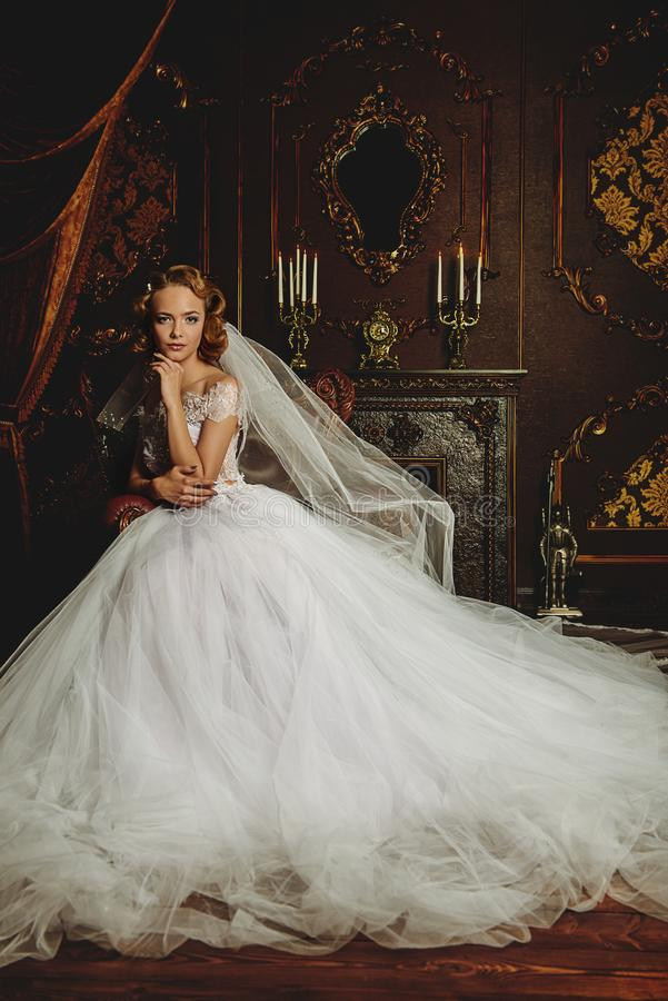 Vestido de casamento chique imagens de stock royalty free