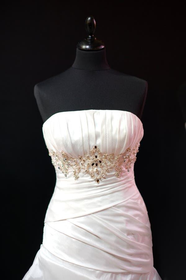 Vestido de casamento no mannequin fotografia de stock