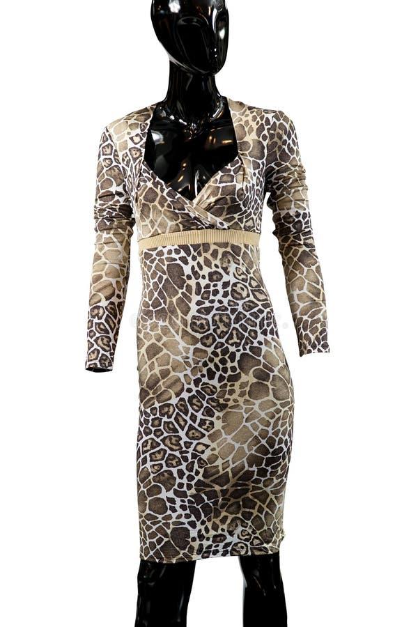 Vestido de la moda de la jirafa en un maniquí imagenes de archivo