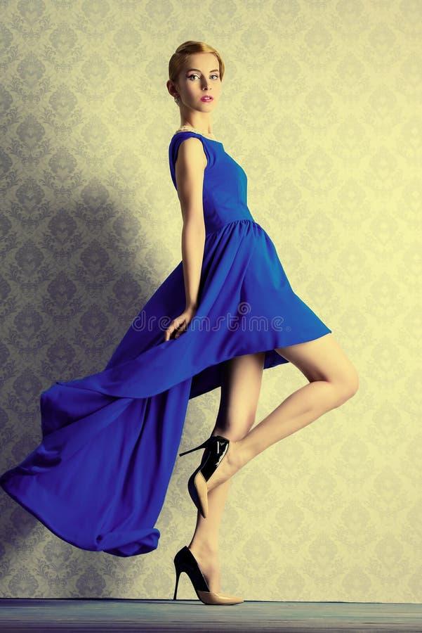 Vestido de noite atrativo fotografia de stock