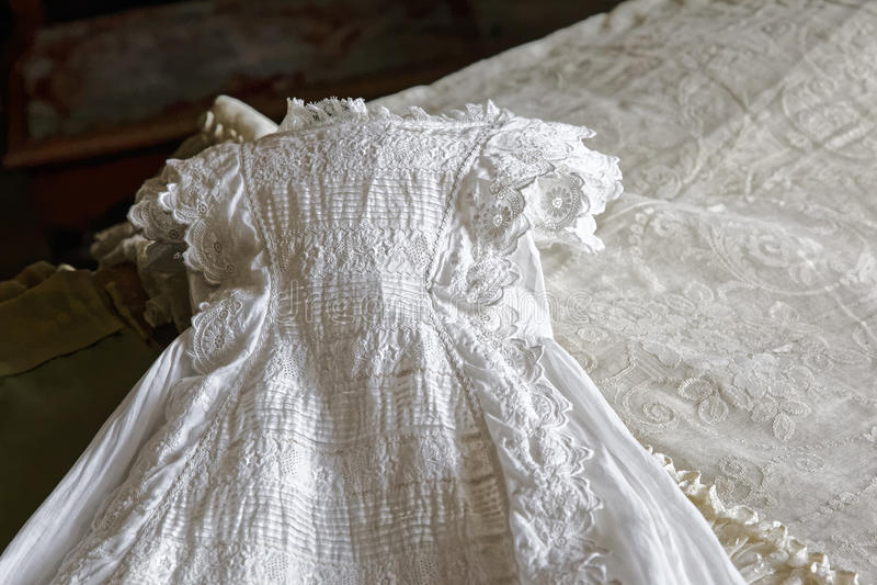Vestido del bautizo imagen de archivo