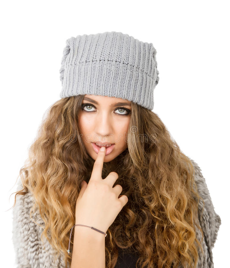 Vestido del invierno para una muchacha atractiva imagenes de archivo