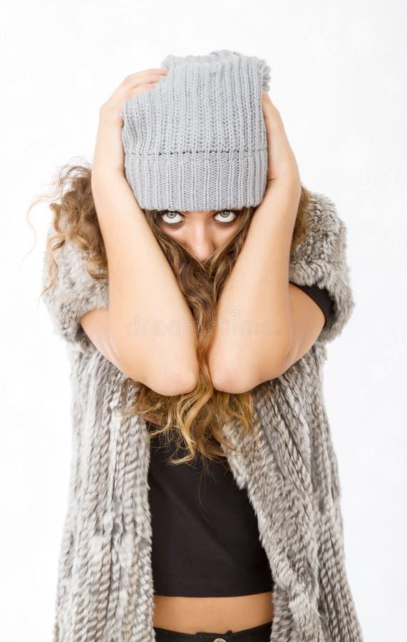 Vestido del invierno para una muchacha desesperada imagen de archivo