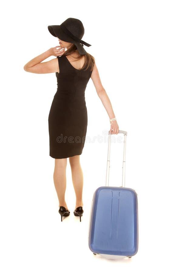 Vestido del negro de la mujer de la maleta trasera del tirón foto de archivo