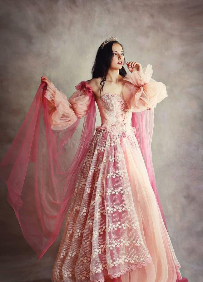 Vestido del rosa del melocot?n de la princesa imagen de archivo libre de regalías
