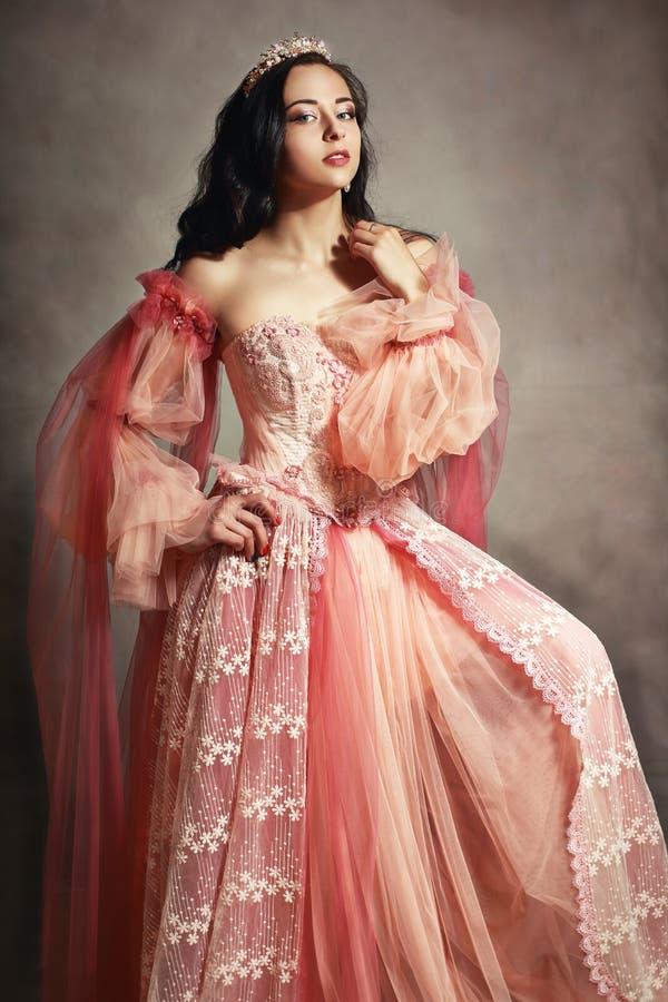 Vestido do rosa do pêssego da princesa fotografia de stock