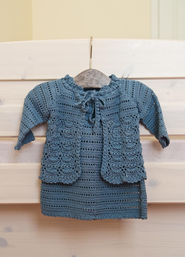 Vestido e revestimento do Crochet imagem de stock