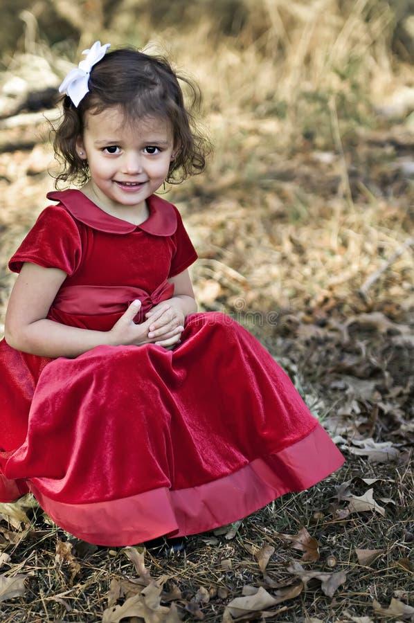 Download Vestido En Rojo Al Aire Libre Foto de archivo - Imagen de cara, niñez: 7284846