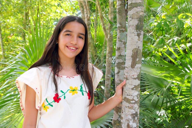 Vestido maia do bordado da menina latin indiana mexicana fotos de stock