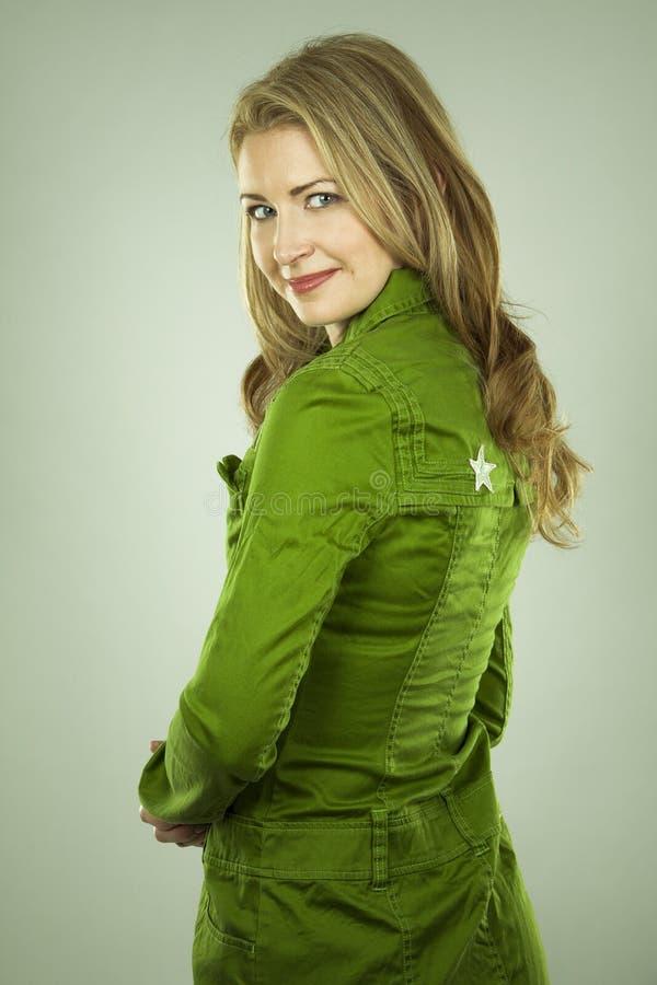 Mujer en verde imágenes de archivo libres de regalías