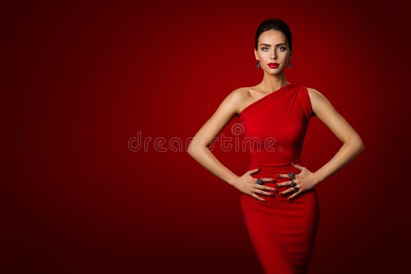 Vestido vermelho da mulher, modelo de forma Elegant Gown, beleza da moça imagens de stock