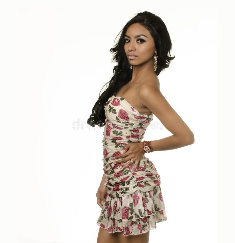 Vestido vestindo da mulher exótica nova bonita imagens de stock royalty free