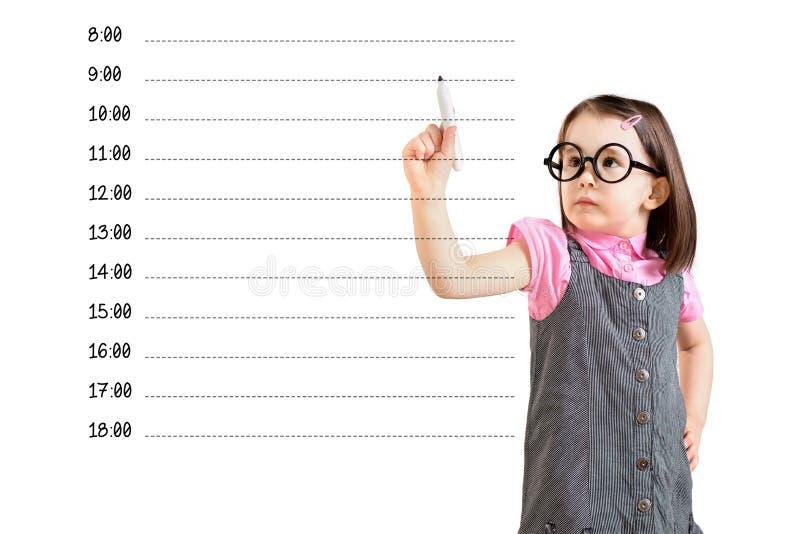 Vestido vestindo do negócio da menina bonito e escrita da programação de nomeação vazia Fundo branco fotos de stock royalty free