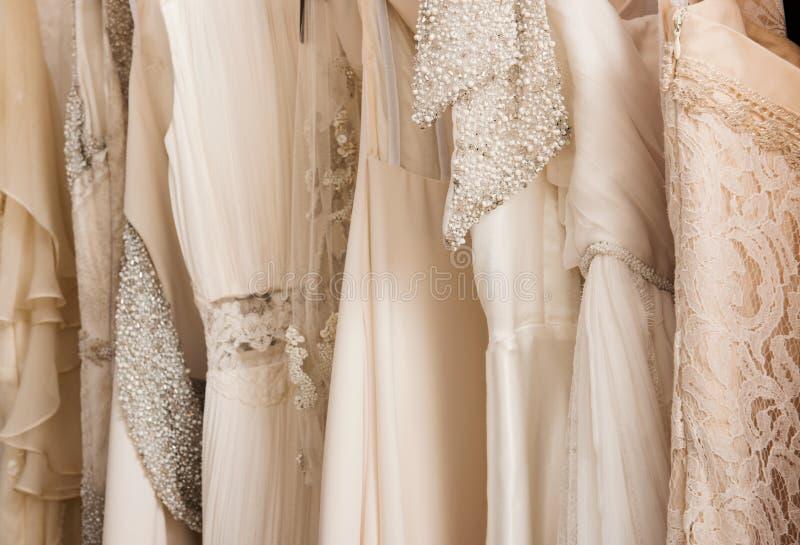 Vestidos de boda fotos de archivo